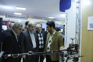دکتر ستاری در بازدید از غرفه فاتح آسمان شریف
